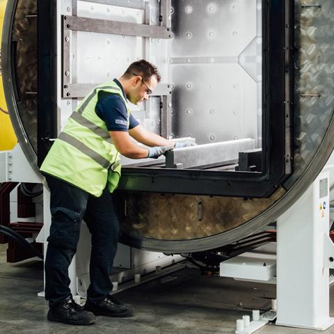 Vacuum furnace servicing